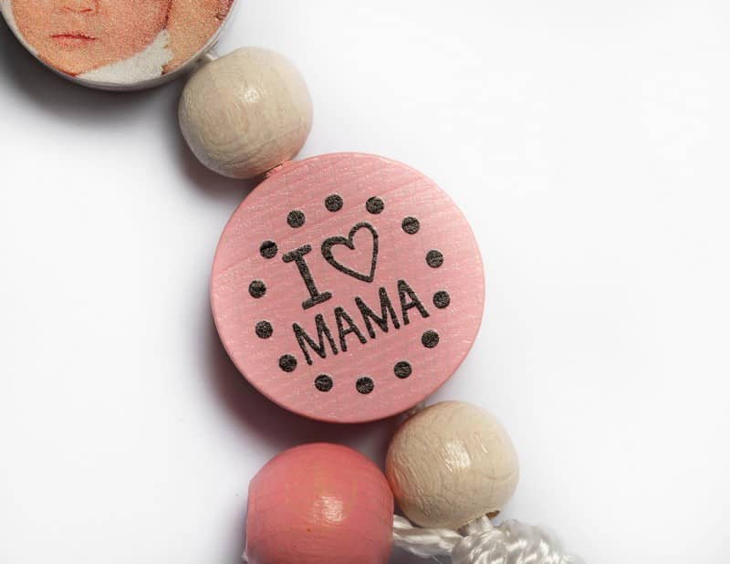 Schnullerkette Holz im Detail I love Mama